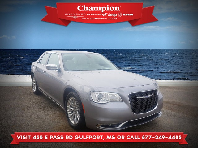 Certified Pre-Owned 2017 Chrysler 300 C RWD