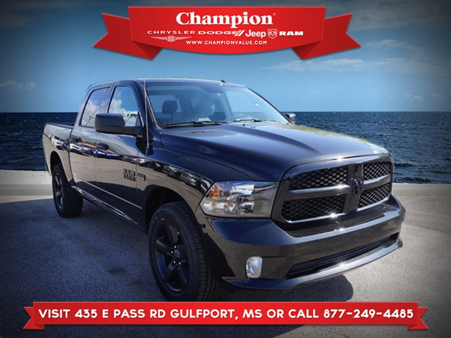 New 2018 RAM 1500 Express 4WD 5.7 Box